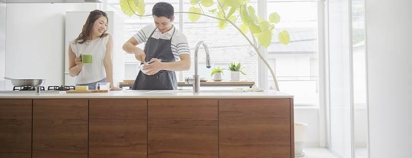 arbeitsplatten klebstoff klebstoff f r die laminierung von holzplatten h b fuller. Black Bedroom Furniture Sets. Home Design Ideas
